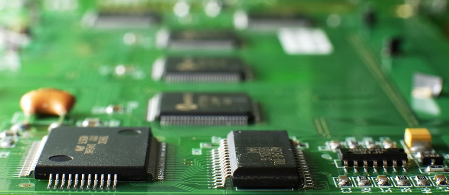 close-up-green-memory-board-with-smd-chip-4JH66JN.jpg