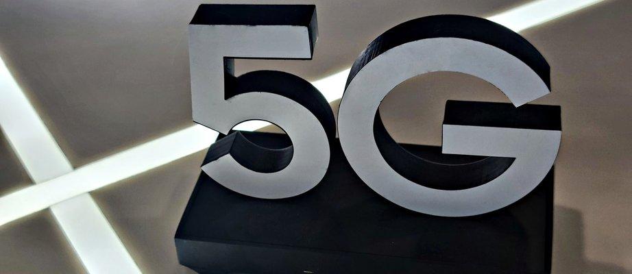 5g-internet-symbol-LHZCA5H.jpg
