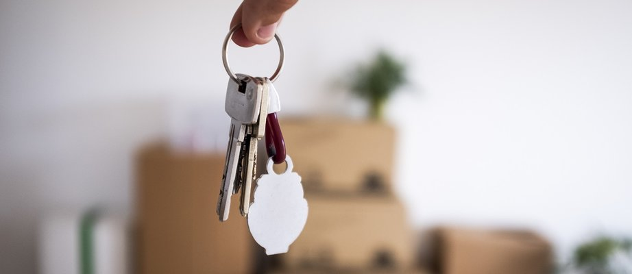 close-up-of-the-keys-of-the-new-empty-apartment-wi-VJAWKD9.jpg